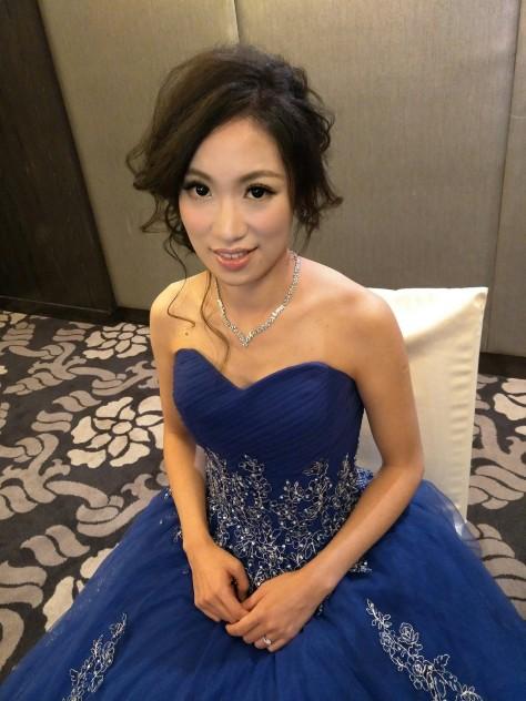 藍禮服造型新娘妝髮-台北新秘小葳