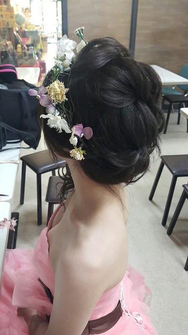花環頭飾 | 側編髮 | 新娘造型妝髮-台北新秘小葳